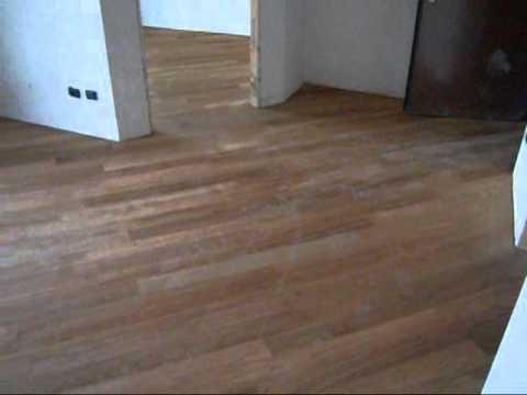 Posa diagonale pavimento in legno parquet massiccio di youtube - Posa piastrelle diagonale ...
