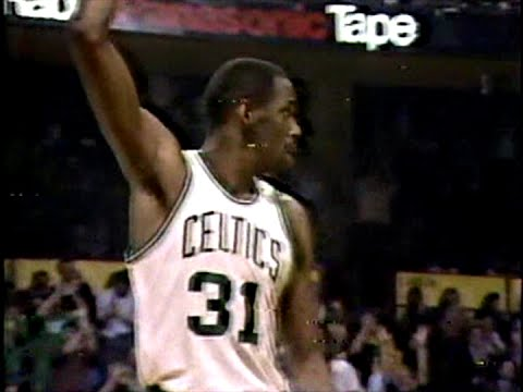 Cedric Maxwell (28pts/15rebs/MVP) vs. Rockets (1981 Finals) (Game 5)