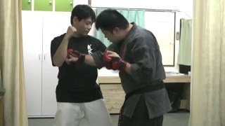 意識の薄い所を攻撃する方法のひとつ。 拳布会HP : http://kenbu.jimdo.com/