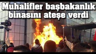 Muhalifler Başbakanlık Binasını Ateşe Verdi