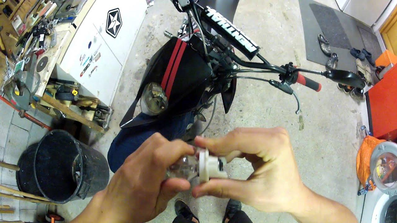 tuto 7 d monter monter une ampoule sur moto hd youtube. Black Bedroom Furniture Sets. Home Design Ideas