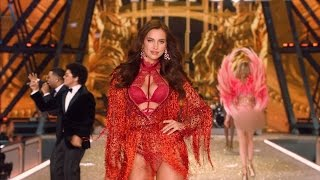Victoria's Secret Fashion Show Model Could Be Expecting Baby with Bradley Cooper