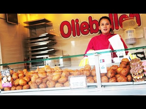 Oliebol (oliebollen) Dutch Doughnuts or Dutchies traditional Dutch/Belgian food review Utrecht neude