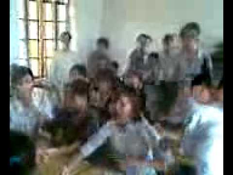 Lớp 12A5 THPT Yên Lạc ngày 20/10/2011 niên khóa 2009-2012 (01).avi