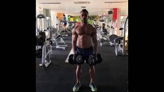 Flexing Muscle and Pumping Muscle Routine