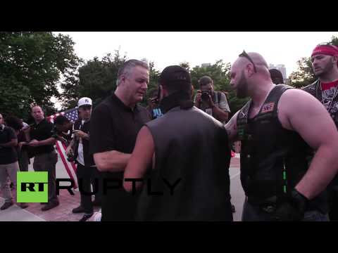 USA: Brooklyn flag burning demo breaks out in scuffles