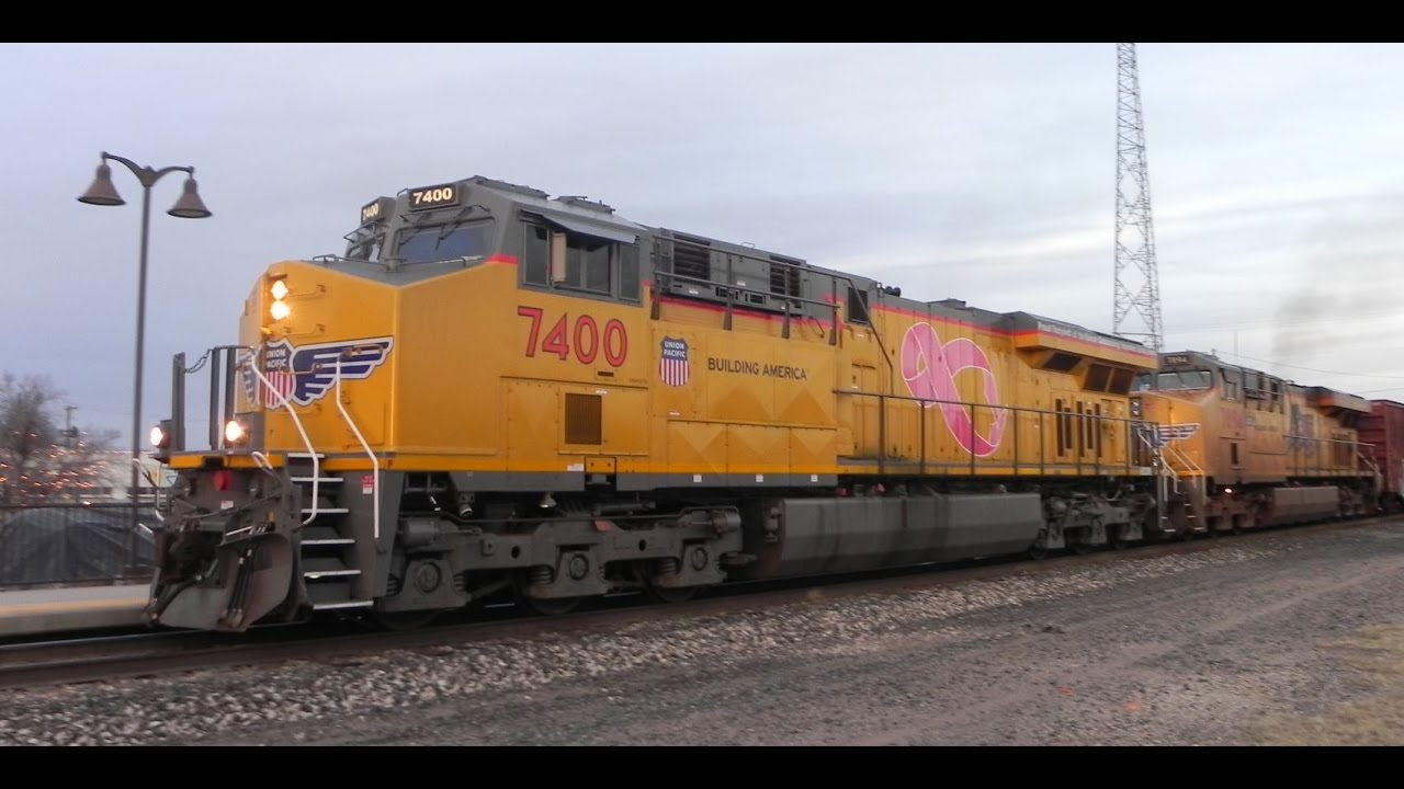 Union Pacific Trains At Alpine  Tx With Up 7400      19