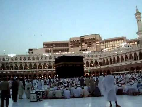 Birds doing Tawaaf at Khana-e-Kaba.flv