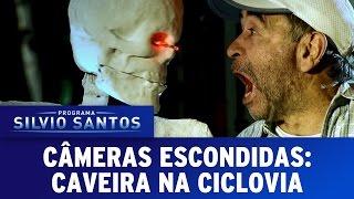 Repeat youtube video Câmera Escondida (24/07/16) - Caveira na Ciclovia (Skeleton On Bike Lane)