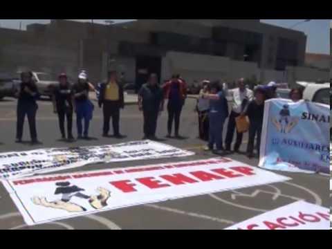 Auxiliares protestan ante el MINEDU