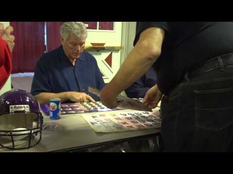 NFL Hall Of Famer Ron Yary Signing Autographs - iFolloSports.com