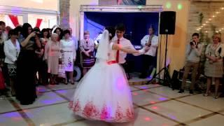 Найромантичніший перший танець молодят.