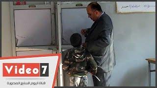 ناخبون يصطحبون أطفالهم أثناء التصويت بلجان المقطم والخليفة :