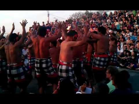 Танец Кечак, часть 1. Улувату (Бали, Индонезия).mp4
