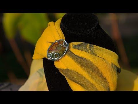 Как красиво завязать платок на шее с помощью кольца
