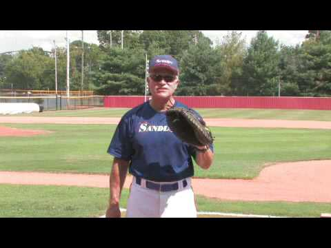 How To Select A Youth Baseball Mitt Size