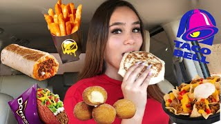 HUGE TACO BELL MUKBANG | FIRST TIME TRYING TACO BELL 😱 | crunch wrap, quesorito, Doritos locos taco