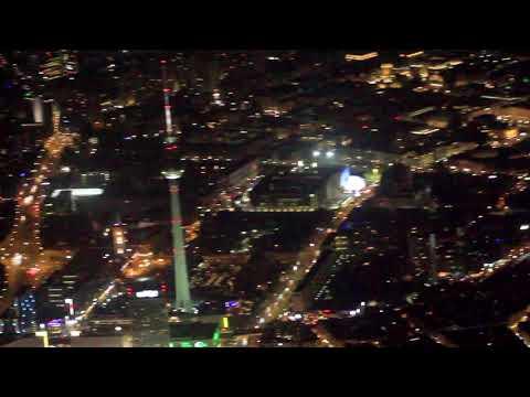 Berliner Fernsehturm von oben bei Nacht (FullHD) – Nachtflug ab Berlin