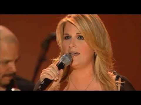 Trisha Yearwood - She's in Love with the Boy [Live] - YouTube