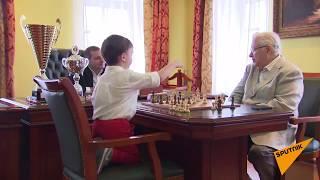 4-летний шахматист Миша Осипов провел матч с Евгением Васюковым