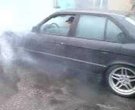 BMW E34 540 automat burnout