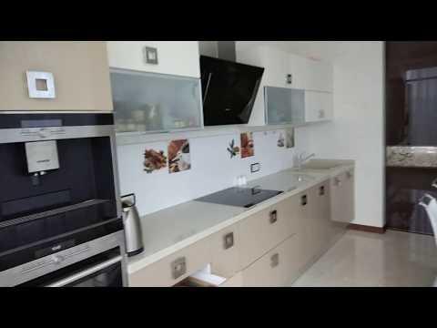 Бежевая кухня 15 кв.м в в квартире-студии - видео обзор