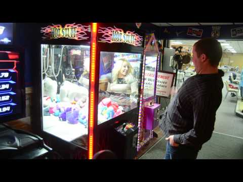 Claw Machine Wedding Engagement Proposal! Favorite Girl -- The Icarus Account