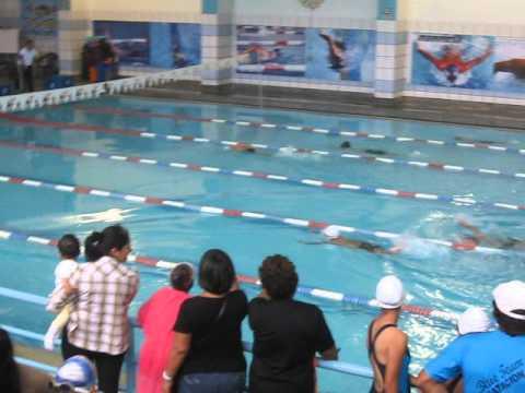 alonso nadando en la piscina del colegio la salle youtube