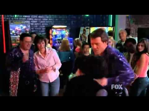 Baile de Hal- Malcolm el de en medio.