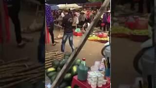 Bức xúc _ Nam thanh nữ tú ném gục chú chó mẹ mới đẻ vào chợ tìm thức ăn cho đàn con_ Video 1