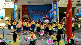 Tiết mục múa hát của các em học sinh trường Tiểu học Cảnh Hưng
