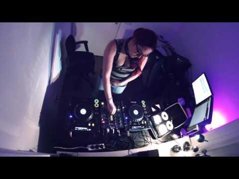 DJ Xena   30min of freestyle hardcore.