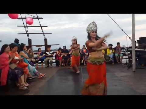 Jalan-jalan : Pirate Dinner Cruise  -  2 (Dinner di Kapal Pesiar Bali).mp4