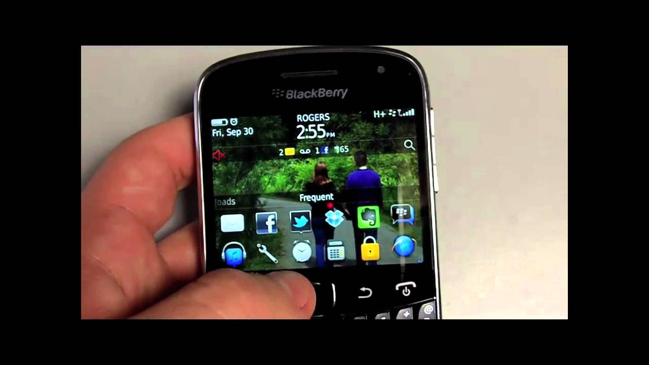 [HANDS ON REVIEW] How the Blackberry Bold 9900 Stacks Up ...
