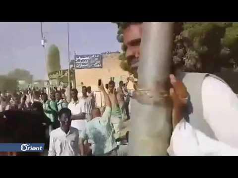 حكومة البشير ترفع رواتب العاملين تزامنا مع قتل متظاهرين