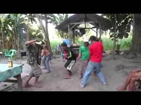 Los viejos bailando elektro - borrachos bailando electro viejos graciosos