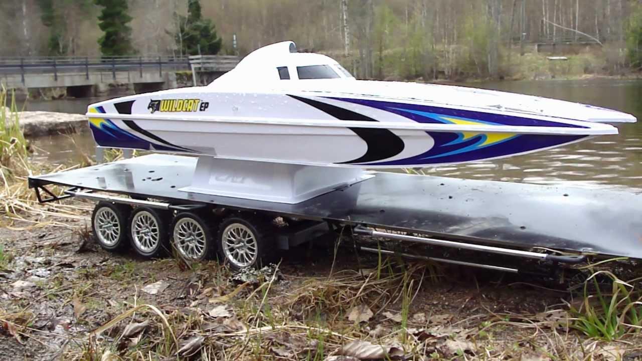 Rc trail high lift hilux pulling bigrig trailer with catamaran and lake run youtube