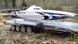 RC TRAIL HIGH LIFT HILUX PULLING BIGRIG TRAILER WITH CATAMARAN AND LAKE RUN