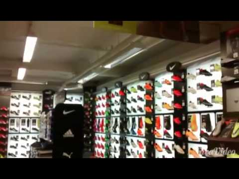 FOOTBALL VLOG! - Shopping at Sports Direct And Playing Some Footy!
