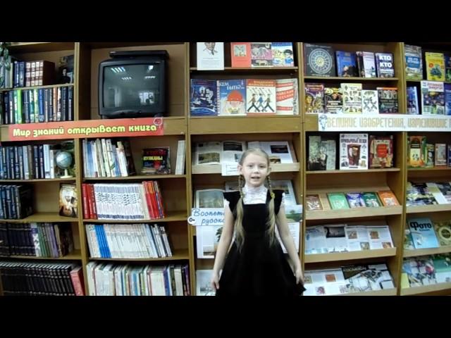 Изображение предпросмотра прочтения – ПолинаЯдренцева читает произведение «Тучкины штучки» В.В.Маяковского