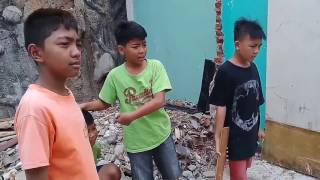 Video Handuk Man - Menolong Orang Yang Diculik download MP3, 3GP, MP4, WEBM, AVI, FLV Oktober 2017
