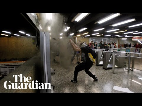 Chile: students ambush metro stations in protest over fare hikes