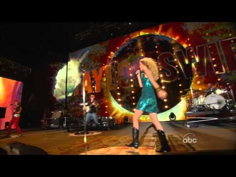 Taylor Swift Live At CMA Music Festival Awards Picture to burn.
