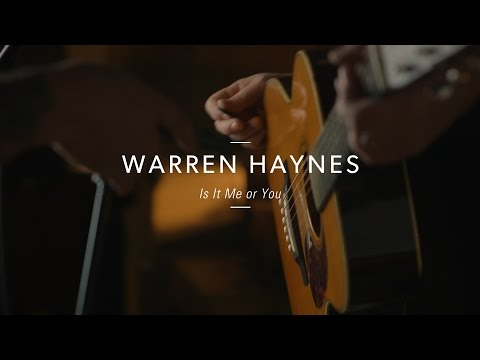 "Warren Haynes ""Is It Me or You"" At Guitar Center"