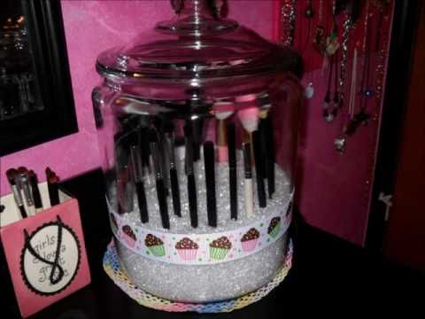 makeup brush holder with lid. makeup brush holder with lid