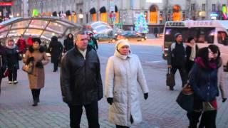Минск предновогодний! 8ч.(11). 27.12.15. У входа в ГУМ. Беларусь