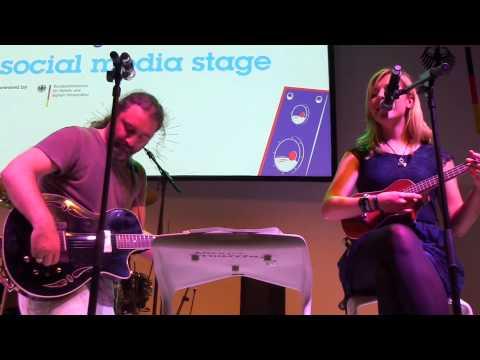 Tommy Krappweis und Bina Bianca auf der social media stage