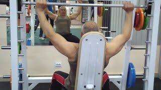видео Жим штанги с груди сидя