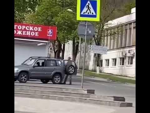 Имитацию дезинфекции улиц удалось заснять жительнице Пятигорска