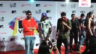 RDB Poses for Cameras at the MTV Video Music Awards India 2013